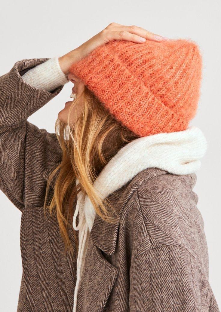 Мини-гид по актуальным головным уборам: модные женские шапки осень-зима 2021/2022