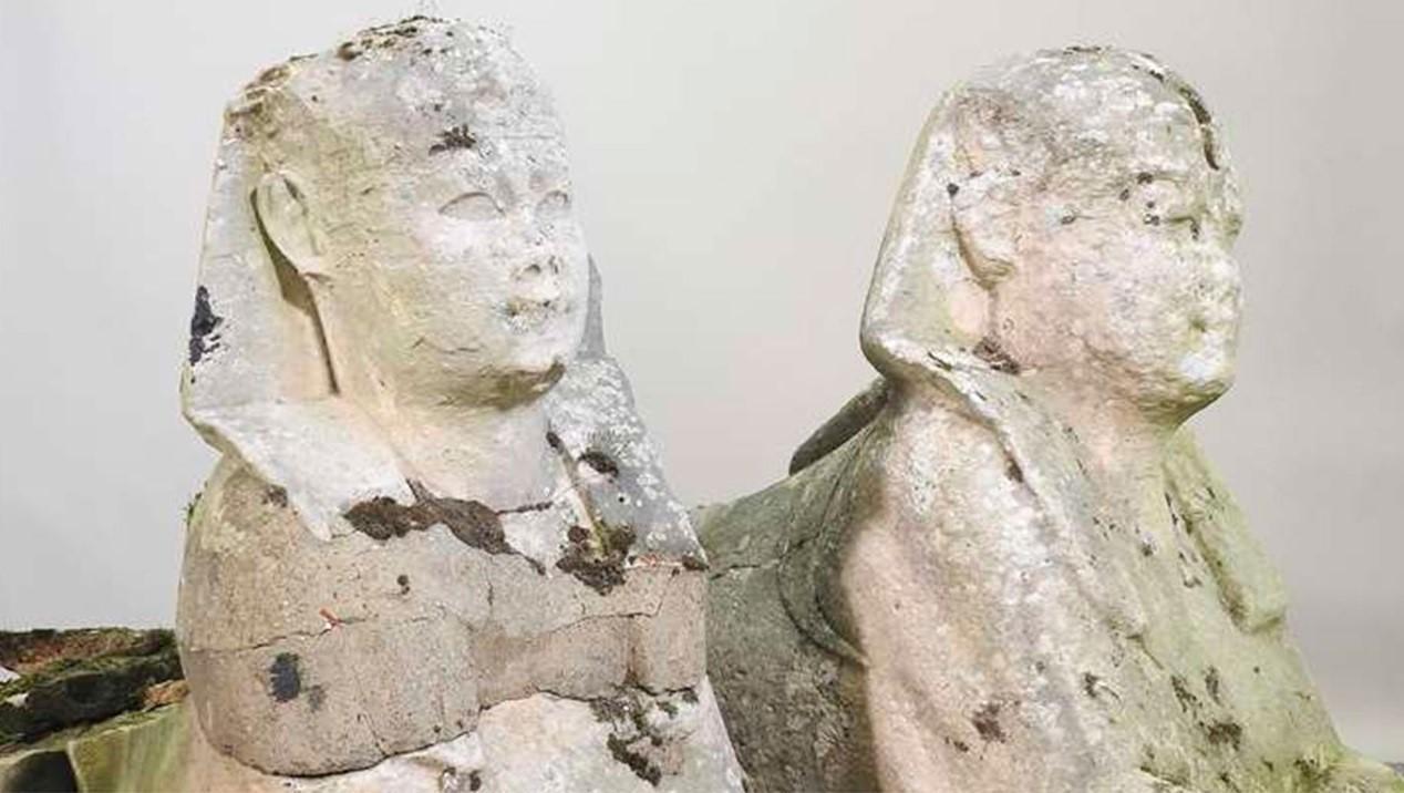 Дачные статуи в виде сфинксов оказались древнеегипетскими артефактами и были проданы за 195 000 фунтов